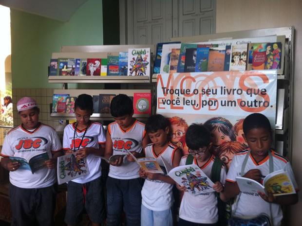 Alunos de escola pública visitam biblioteca em Cuiabá (Foto: Marcelo Ferraz/G1MT)