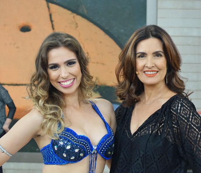 Apresentadora com Gisele Targa, vencedora do Festival Nacional de Shimmie (Foto: Vinícius Cunha/Gshow)