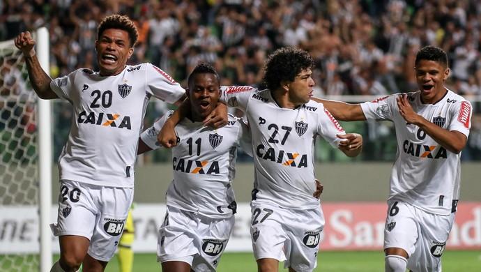 Júnior Urso, Cazares, Luan e Douglas Santos comemoram gol do Atlético-MG sobre o Colo-Colo (Foto: Divulgação/Atlético-MG)