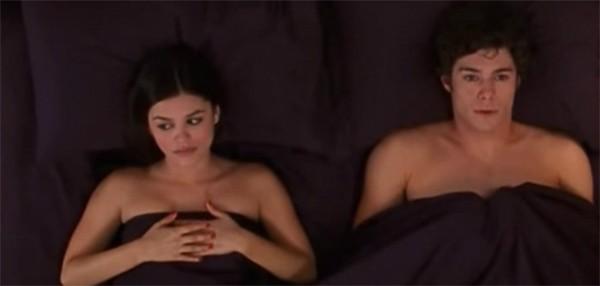 Rachel Bilson e Adam Brody em cena de 'The O.C.' (Foto: Reprodução)