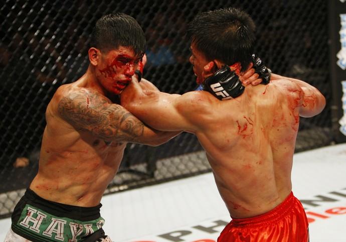 Jon Delos Reyes e Roldan Sangcha-an UFC MMA (Foto: Getty Images)
