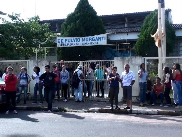 Escola de Ibaté foi ocupada por cinco alunos na manhã desta quinta-feira (Foto: João Victor Néo/EPTV)