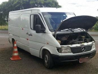Van foi apreendida com quase R$ 1 milhão em multas (Foto: Divulgação/ PRF)