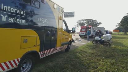 Jovem de 27 anos morre após colidir moto em caminhão na SP-2015