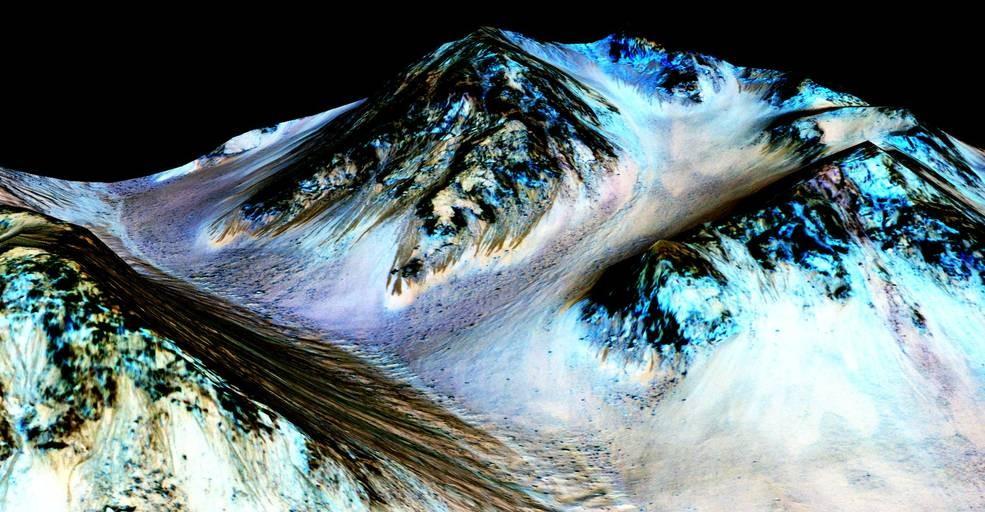 """Evidências indicam que os padrões lineares que """"escorrem"""" por entre o relevo marciano estão sendo produzidos por água corrente (Foto: NASA/JPL/University of Arizona)"""