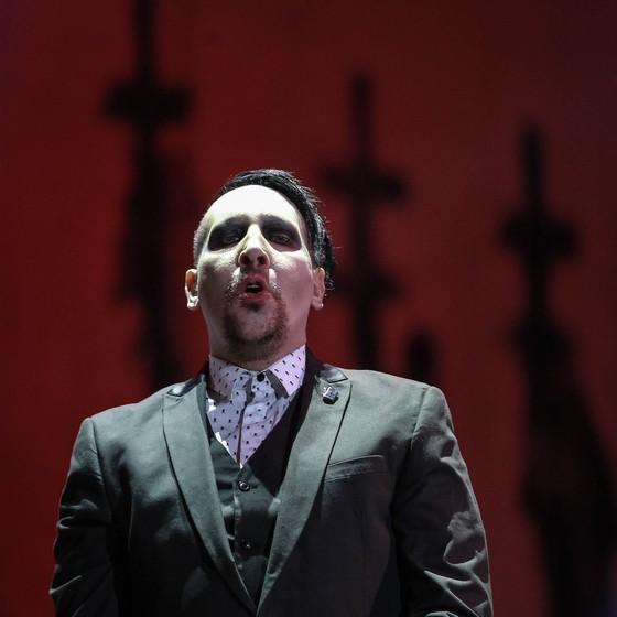 """Marilyn Manson brincou com a plateia: """"Quantas pessoas aqui estão drogadas essa noite? Vou mandar prenderem vocês"""" (Foto: Raphael Castello/ Ag News)"""