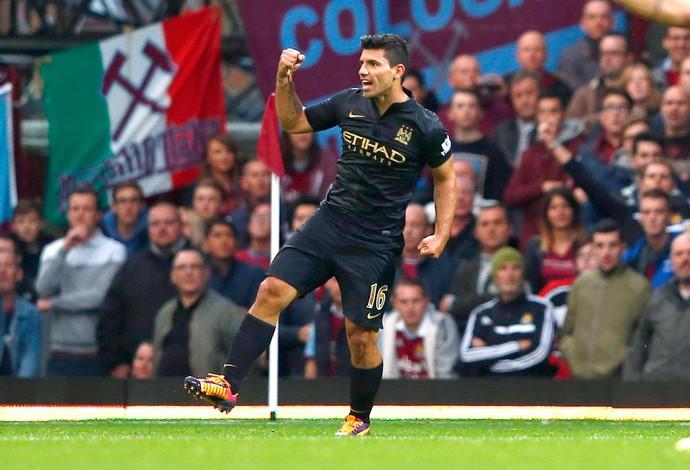 Aguero comemora gol do Manchester City e West Ham (Foto: Agência Reuters)