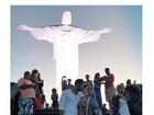 Cacau e Matheus se beijam em visita ao Cristo: 'Deus abençoe nosso amor'