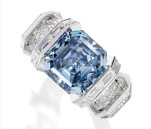 5e4750e4cec Anel com diamante azul celeste será leiloado no próximo dia 16 de novembro  (Foto