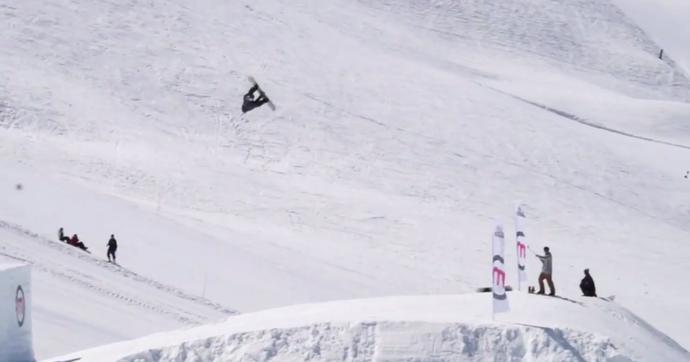 Snowboarder Billy Morgan realiza 1800 quadruple cork trick na Itália - manobra snowboard (Foto: Reprodução)