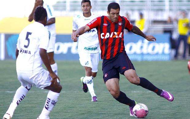 Fernandão na partida do Atlético-PR contra o Bragantino (Foto: Luis Moura / Ag. Estado)