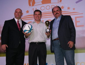 Vice-presidente do América-RN, Kleber Carvalho, representou Cascata, eleito o craque do Campeonato Potiguar (Foto: Jocaff Souza)