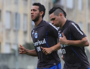 Souza e Pará treinam fisicamente no Olímpico (Foto: Lucas Uebel/Grêmio FBPA)