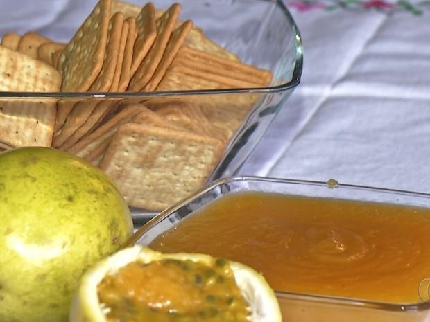 Receita de geleia de maracujá aproveita entrecasca e polpa da fruta Luziânia Goiás (Foto: Reprodução/TV Anhanguera)