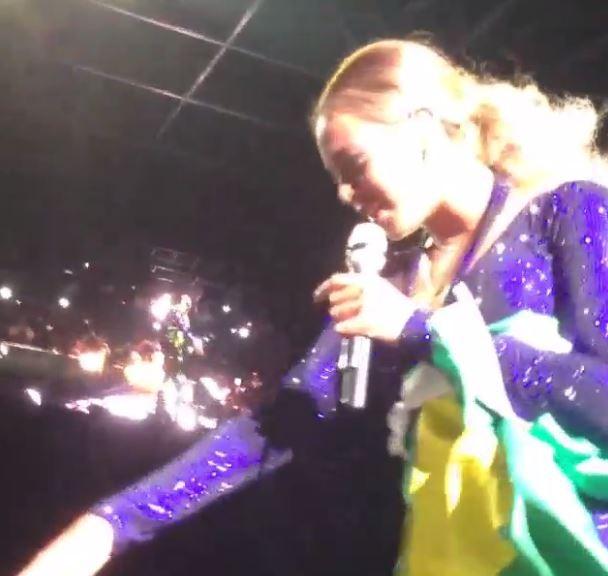 Fã puxando Beyoncé (Foto: Instagram / Reprodução)