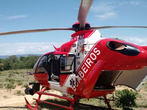 Helicóptero do Corpo de Bombeiros do Distrito Federal usado no resgate de vítima de acidente de parapente, em Formosa (GO) (Foto: Corpo de Bombeiros/Divulgação)
