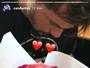 Carol Dantas recebe rosa de novo affair, João Alcântara