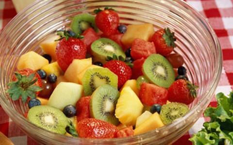 Salada de frutas simples de fazer