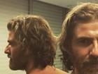Reynaldo Gianecchini posta selfie sem camisa e brinca: 'Frente e verso'