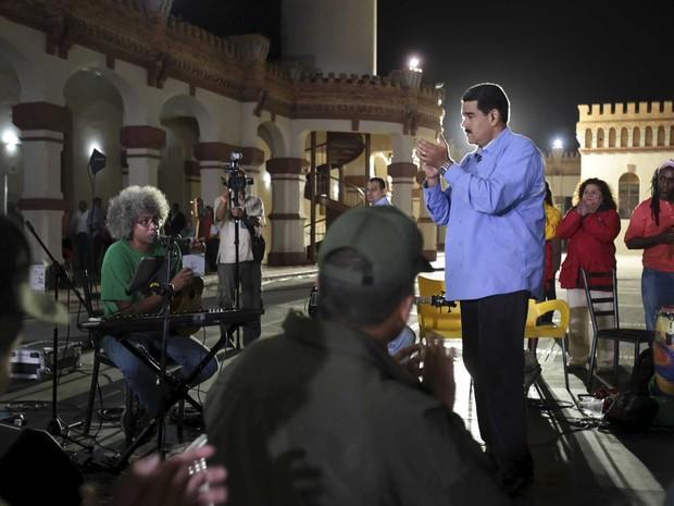 O presidente da Venezuela, Nicolás Maduro, durante seu programa semanal em rede nacional de TV (Foto: Palácio Miraflores / via Reuters)