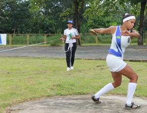 Campeonato Piauiense de Atletismo - Lançamento do disco - Lilian Raquel (Foto: Náyra Macêdo/GLOBOESPORTE.COM)