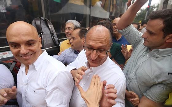 O secretário de Segurança de São Paulo, Alexandre de Moraes e o governador Geraldo Alckmin na Avenida Paulista neste domingo (13) (Foto: Vanessa Carvalho/Brazil Photo Press)