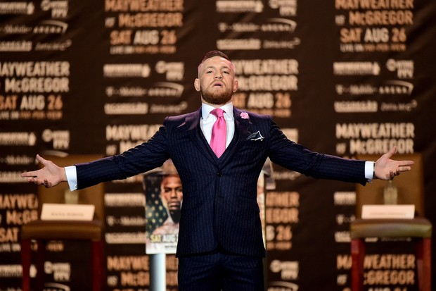 """O polêmico terno """"fuck you"""" de Conor McGregor (Foto: getty images)"""