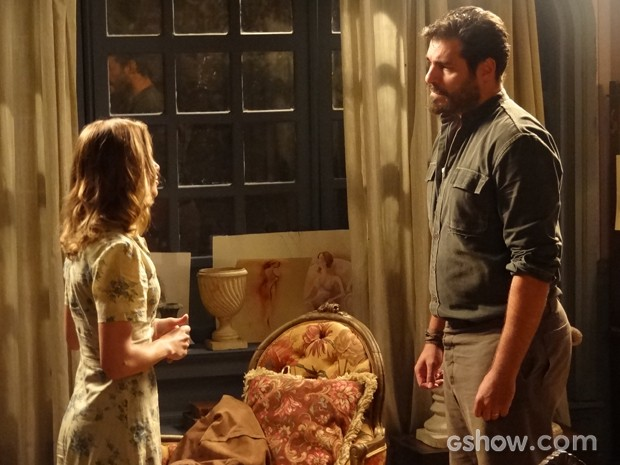 Toni pede perdão a Hilda, mas loira diz que ele deve pensar no que quer realmente (Foto: Joia Rara/TV Globo)
