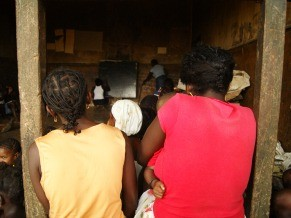 Alfabetização de adultos em São Tomé usando o método freiriano (Foto: divulgação)