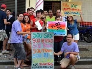Participantes de parada LGBT em Campinas pedem aprovação do projeto de lei que crimininaliza a homofobia (Foto: Bruna Stuppiello/G1 Campinas)