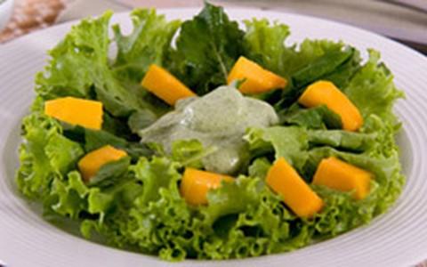 Salada de alface, rúcula e manga