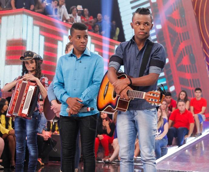 Dupla cantou 'Diz pra Mim' no programa (Foto: João Pedro Januário/TV Globo)