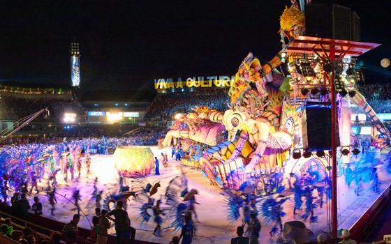 O Festival de Parintins, no Amazonas (Foto: Agência Brasil)