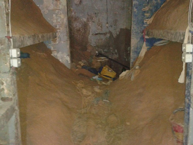 Cela em que túnel foi cavado estava coberta de areia na Penitenciária de Parnamirim (Foto: G1/RN)