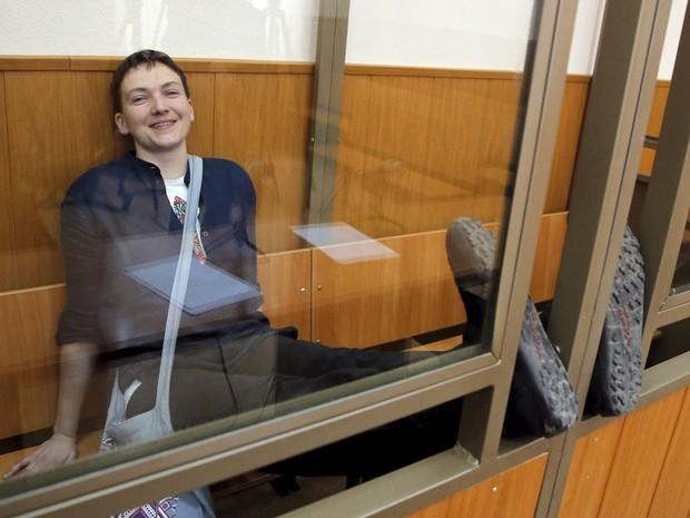 Nadezhda Savchenko foi condenada pela morte de dois jornalistas russos (Foto: Maxim Shemetov/Reuters)