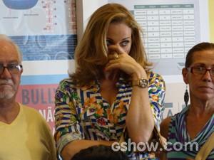 Maura fica constrangida com o assunto (Foto: Malhação / TV Globo)