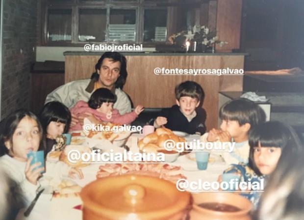 Fábio Jr. entre filhos e sobrinhos em foto da década de 1990 (Foto: Reprodução/Instagram)