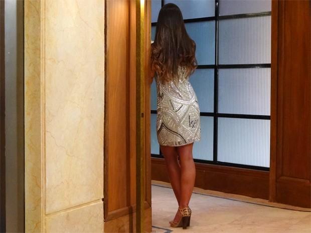 Ronaldo não reconhece Isadora de costas (Foto: Guerra dos Sexos / TV Globo)