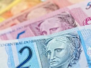 Inflação corrói desvalorização do real