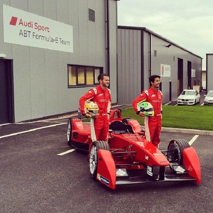Lucas di Grassi e Daniel Abt na apresentação do carro da equipe Abt em Donington Park (Foto: Reprodução/Instagram)