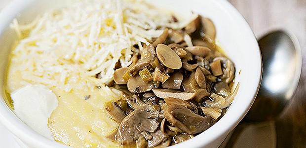 Polenta com ragu de cogumelos (Foto: Elisa Correa/Editora Globo)