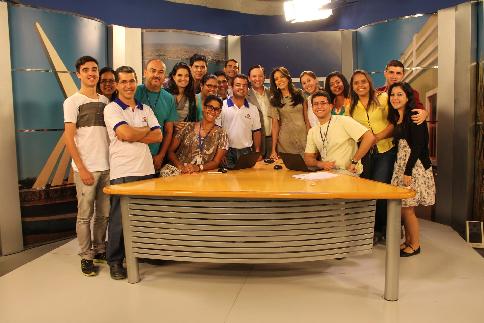 Equipe G1, GE e TV Grande Rio em despedida da jornalista Vilma Oliveira. (Foto: Larissa Paim)