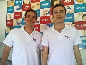 Átila Zanone (esquerda) e André de Castro (direita) se orgulham do resultado obtido no Enem 2011. (Foto: Matheus Mesmer/G1)