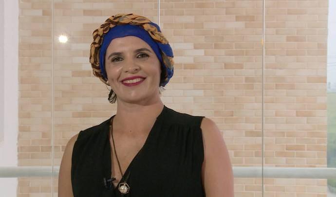 Aprenda a fazer amarrações estilosas com lenço (Foto: Reprodução / TV Diário )