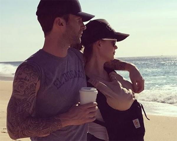 Adam Levine, Behati Prinsloo e Dusty Rose (Foto: Reprodução/Instagram)