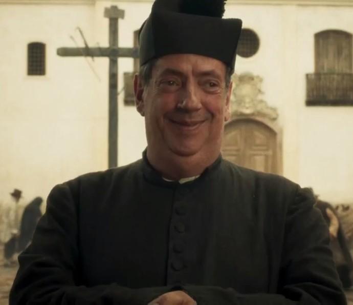Marcos Oliveira interpreta o padre Vizeu (Foto: TV Globo)