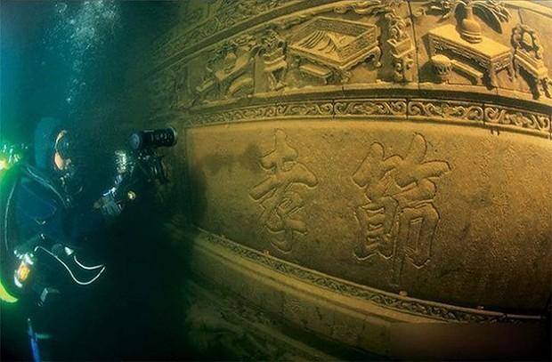 Ruínas aquáticas viraram atração turística (Foto: Reprodução/Fubiz)