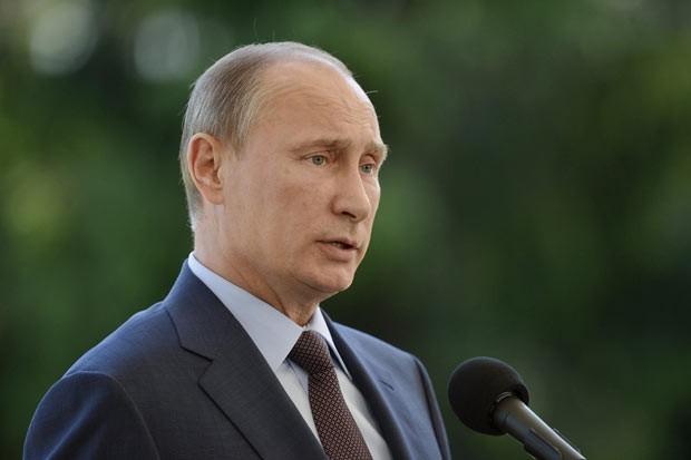 O presidente da Rússia, Vladimir Putin, dá entrevista nesta terça-feira (25) em Naantali, na Finlândia (Foto: AFP)