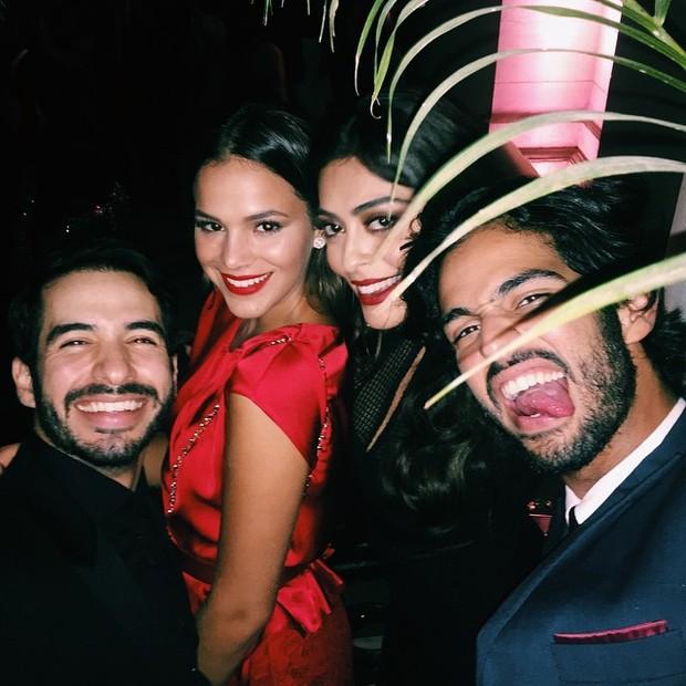 Juliana Paes e Bruna Marquezine com amigos na festa de casamento de Preta Gil e Rodrigo Godoy em Santa Teresa, no Centro do Rio (Foto: Instagram/ Reprodução)
