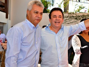 Vander Loubet apresenta Cabo Almi como vice na chapa do PT à prefeitura de Campo Grande (Foto: Tatiane Queiroz/G1 MS)